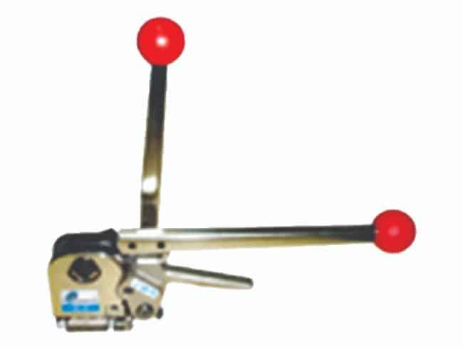 Kenetlemeli Tokasız çelik çember makinesi olan Eym-A335 kullanım kolaylığı sağlamaktadır.